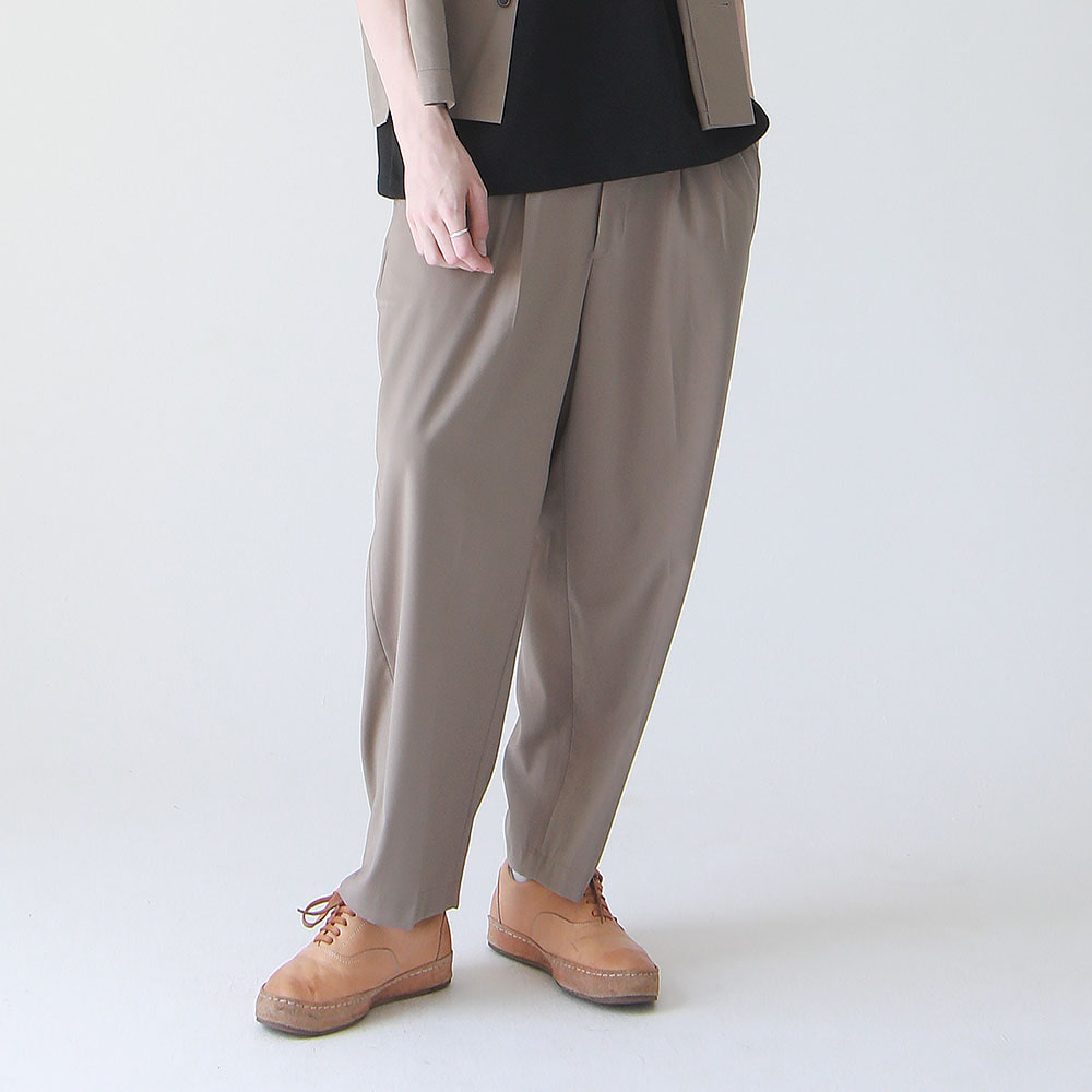 ¡che che! Two Tuck Wide PR Tapered Pants (COCOA)