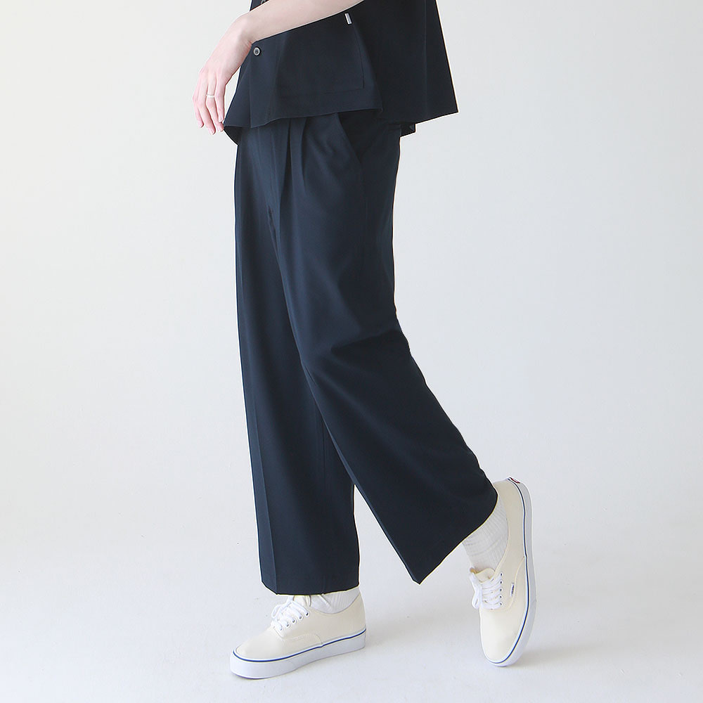 ¡che che! Two Tuck Wide PR Tapered Pants (Navy)