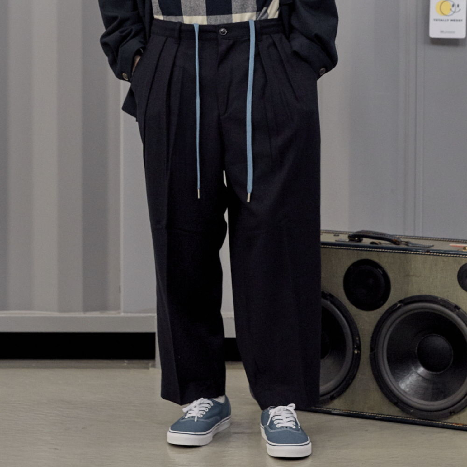 LOBBY BOY EASY WIDE TR WOOL SET-UP PANTS [LOOSE TAPERED FIT] (NAVY WOOL)