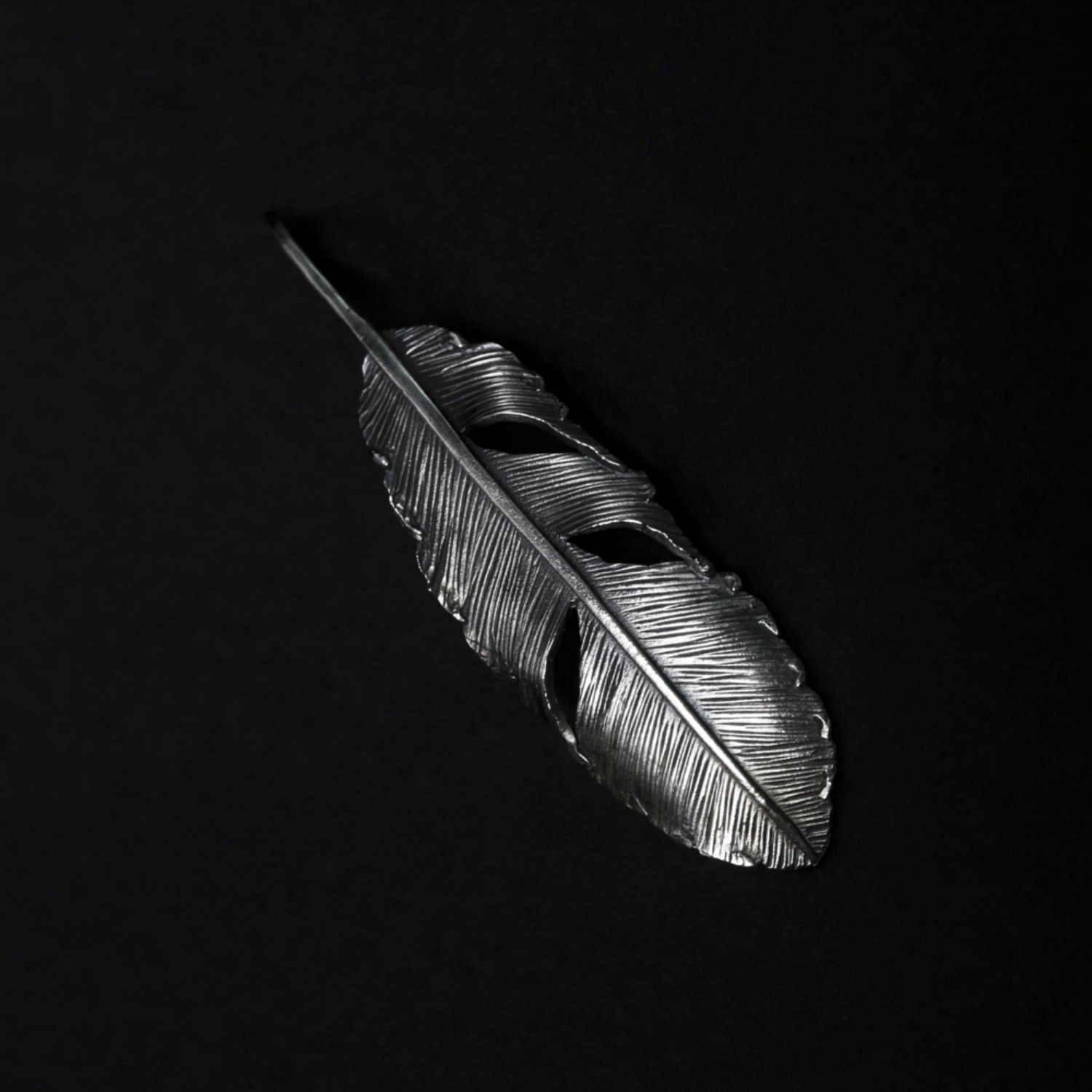 Helldorado Feather Pendant 01