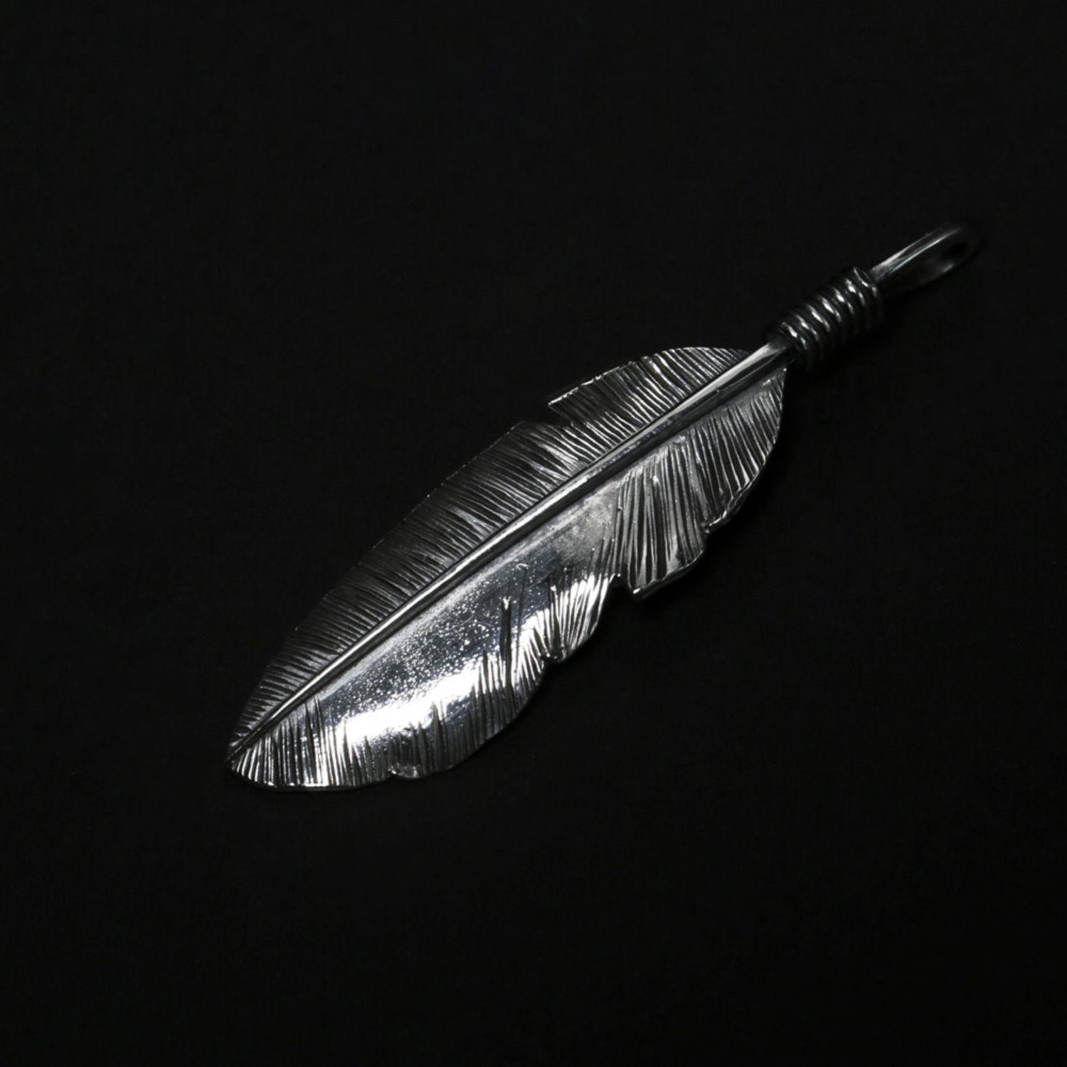 Helldorado Feather Pendant 02